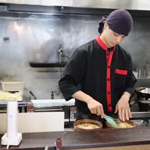 味噌ラーメン専門店でのホール・キッチン