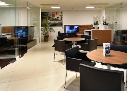 ショールーム内にゆとりのある商談スペースがあり、お客様とのコミュニケーションがスムーズに進みます。